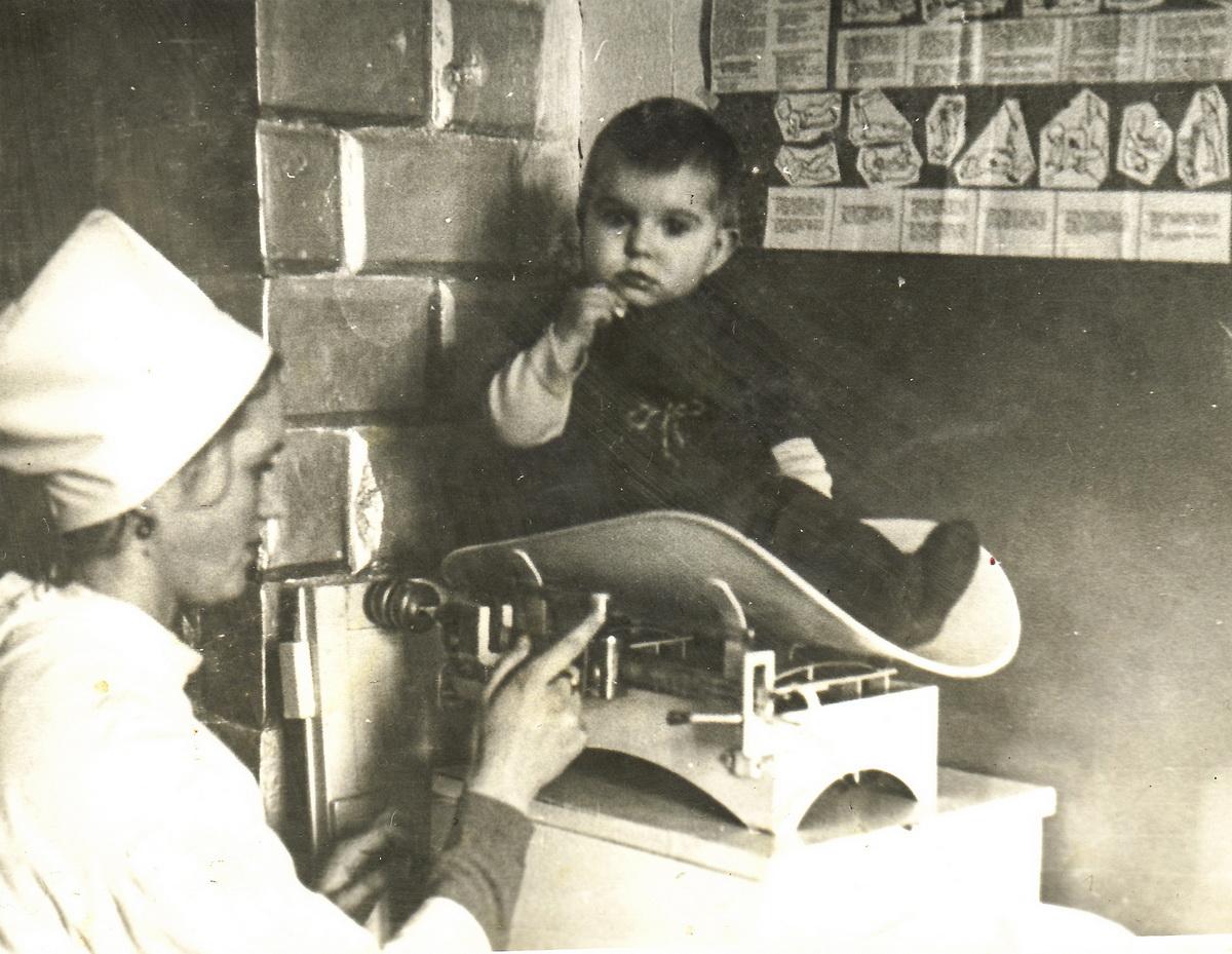 Мария Солодуха обследовала и лечила всех жителей со своего участка с малолетнего возраста. Фото: архив Марии СОЛОДУХИ