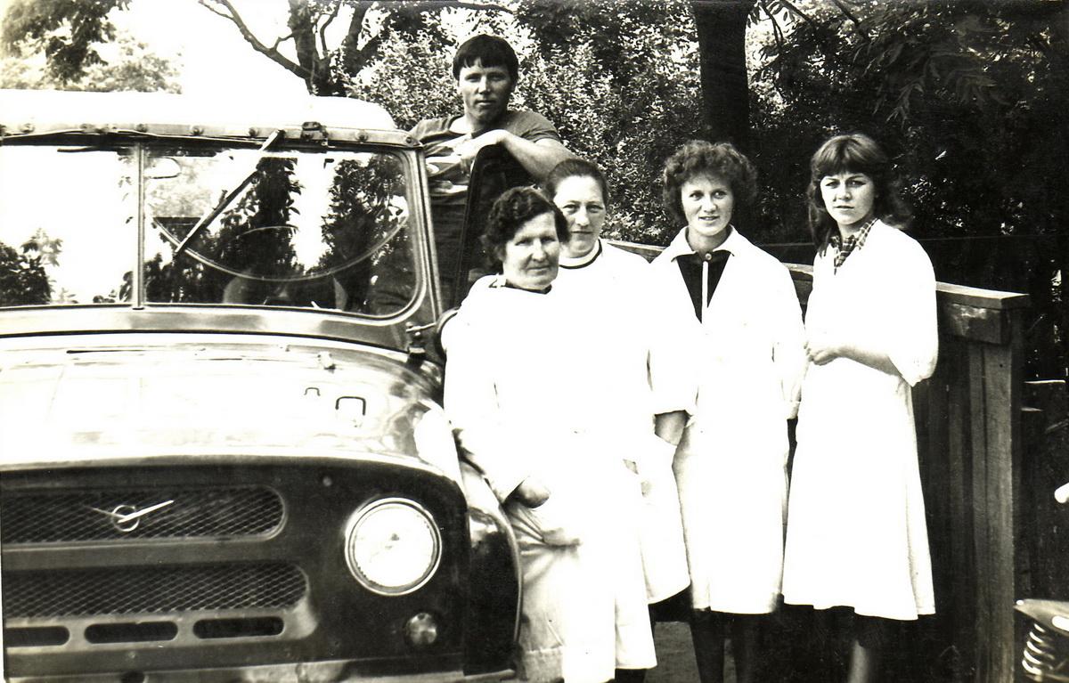Коллектив Миловидской амбулатории, начало 80-х. Мария Солодуха – вторая справа. Фото: архив Марии СОЛОДУХИ