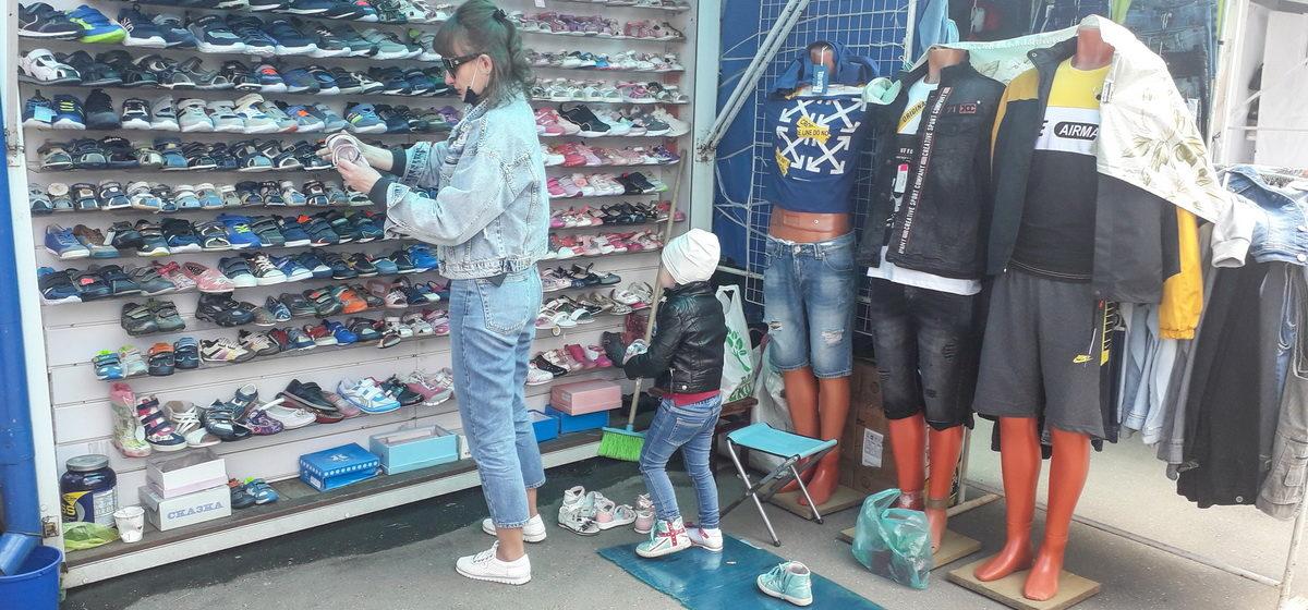 Сравниваем цены. Как за год изменились стоимость и ассортимент летней одежды на барановичском рынке