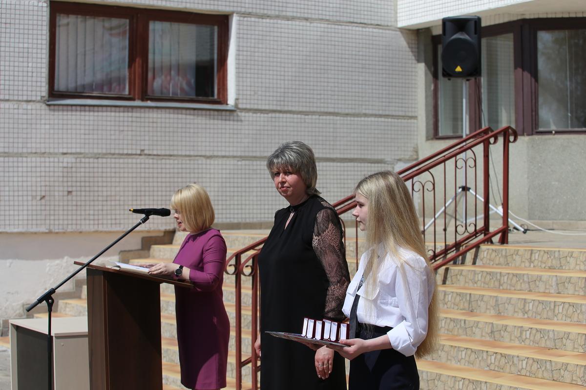 Вручение медалей выпускникам лицея №1. Фото: Андрей БОЛКО