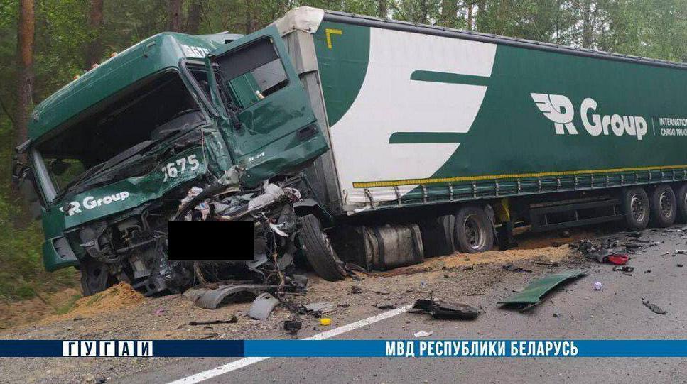 Жуткая лобовая авария под Барановичами. Двое погибших