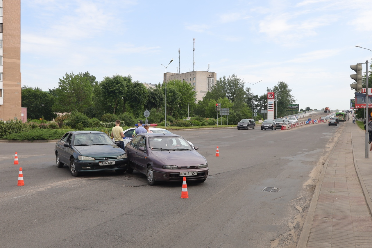 ДТП на перекрестке улиц Ленина и Баранова. Фото: Александр КОРОБ