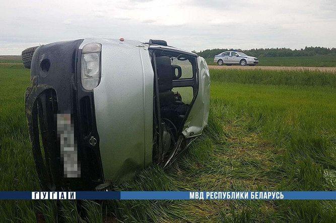 Пьяный житель Барановичей перевернулся на бусе под Ляховичами. Погиб пассажир