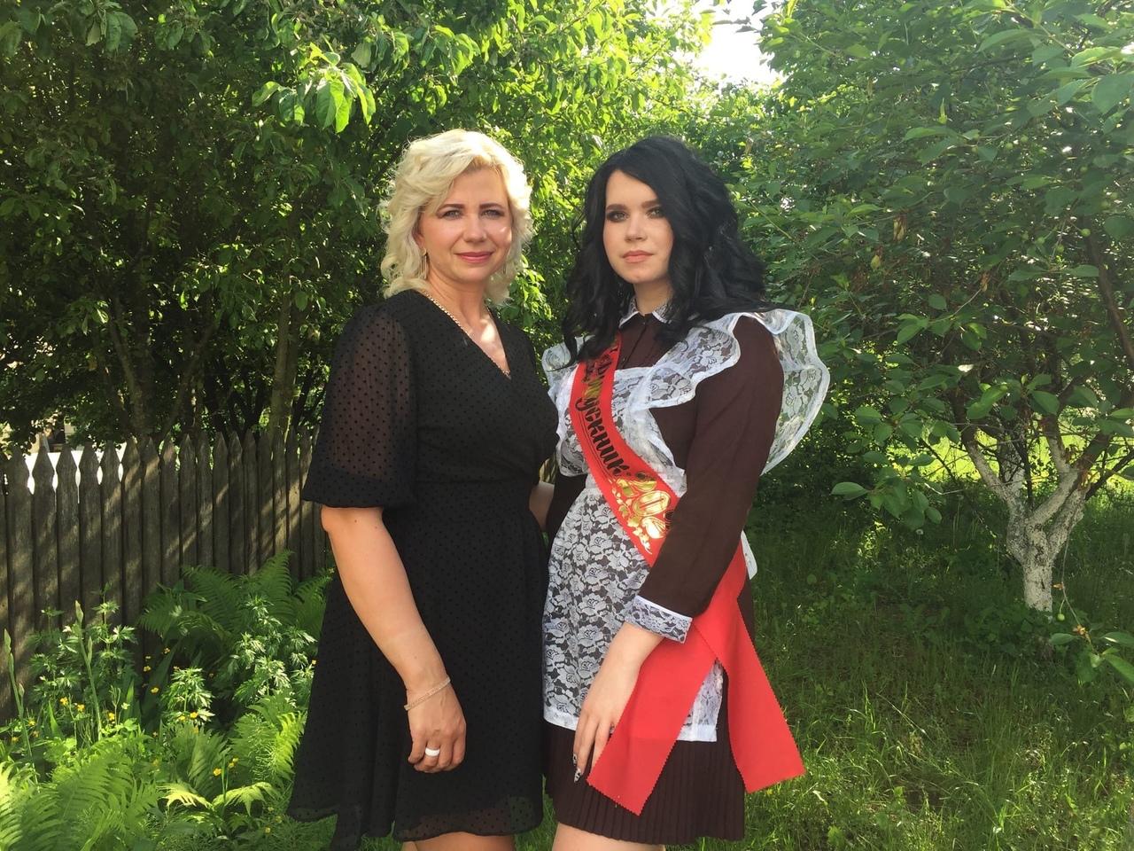 Ирина Герман со своей дочерью, выпускницей 11-5 класса лицея №1 – Анной. Фото: Диана КОСЯКИНА