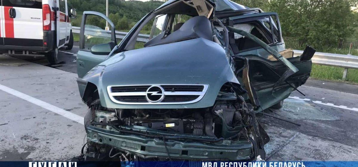 Под Оршей столкнулись Opel и фура – погибли два человека