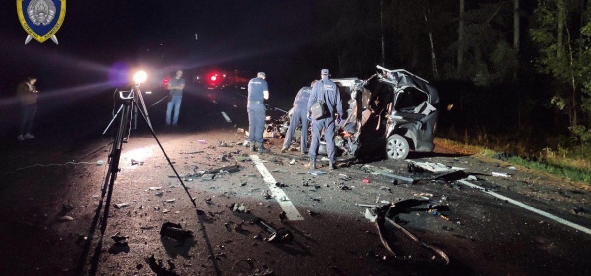 Стали известны подробности страшной аварии под Барановичами, где погибли два человека. Фото