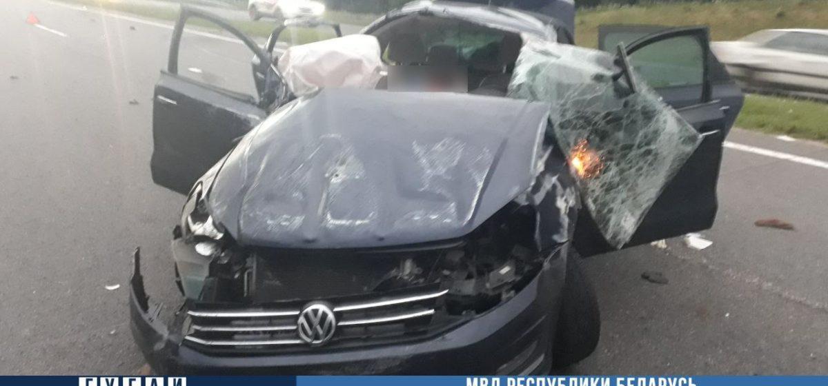 Под Логойском пассажир Volkswagen помешал водителю управлять авто: два человека погибли, три пострадали