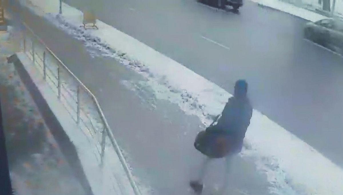 Мужчину с сумкой зафиксировали камеры видеонаблюдения. Фото: СК Беларуси