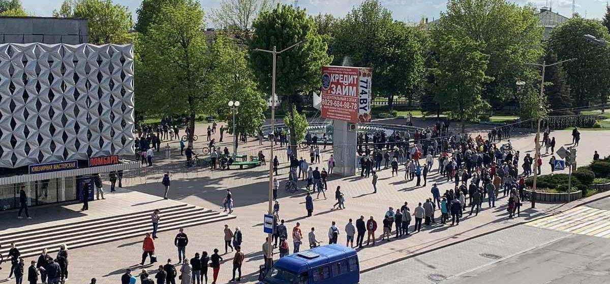 26 мая, Барановичи. Сбор подписей за Светлану Тихановскую. Фото прислал читатель Intex-press