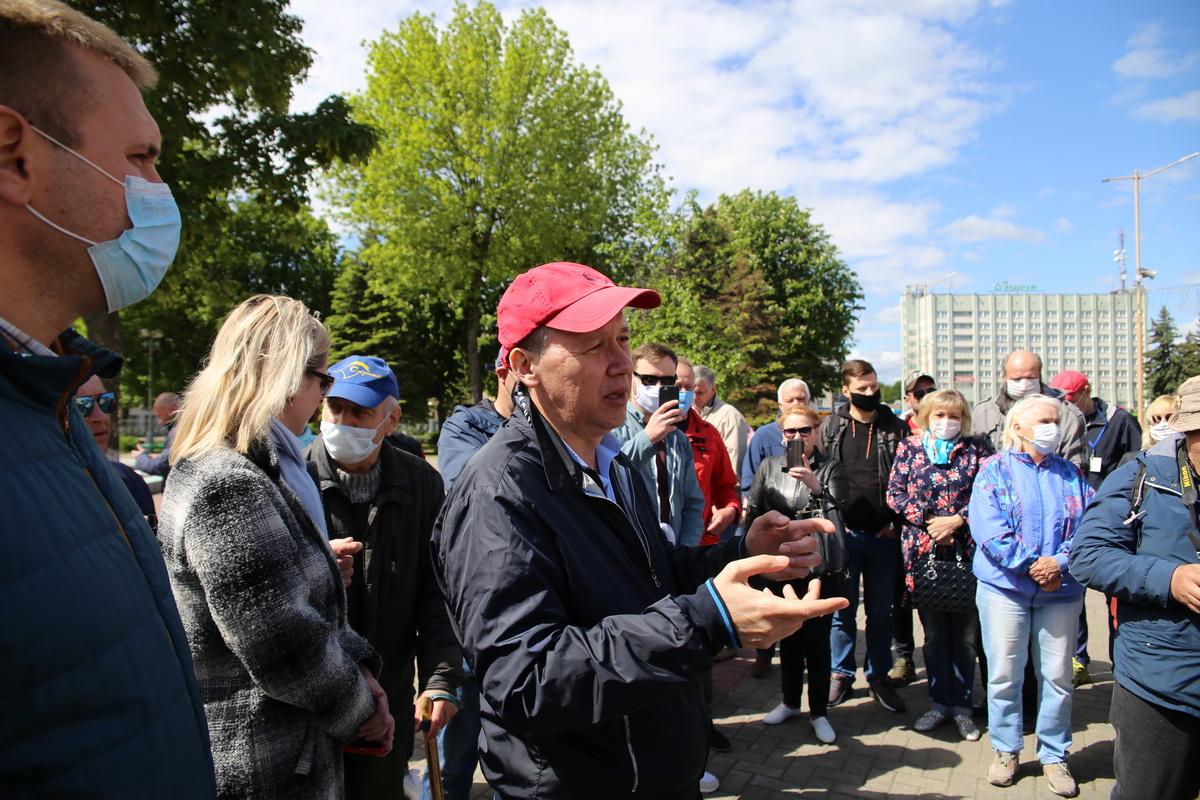 Валерий Цепкало на встрече с жителями Барановичей.
