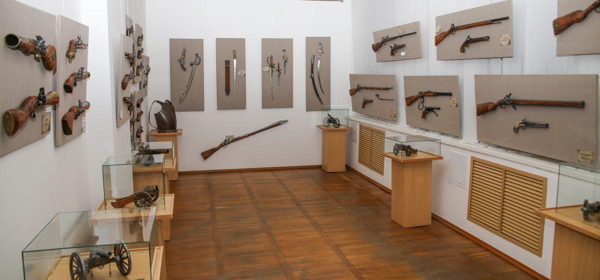 Выставка огнестрельного оружия открылась в Барановичах. Фото
