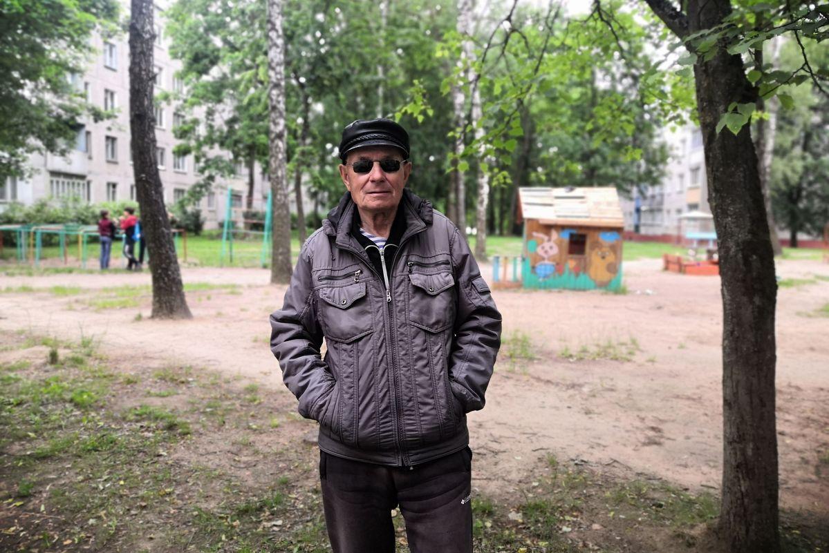 Пенсионер Владимир Линьков. Фото: Алена ПЕТРУЧИК