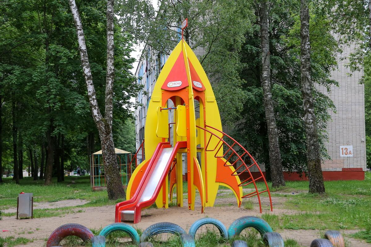 Горка-ракета, подаренная двору