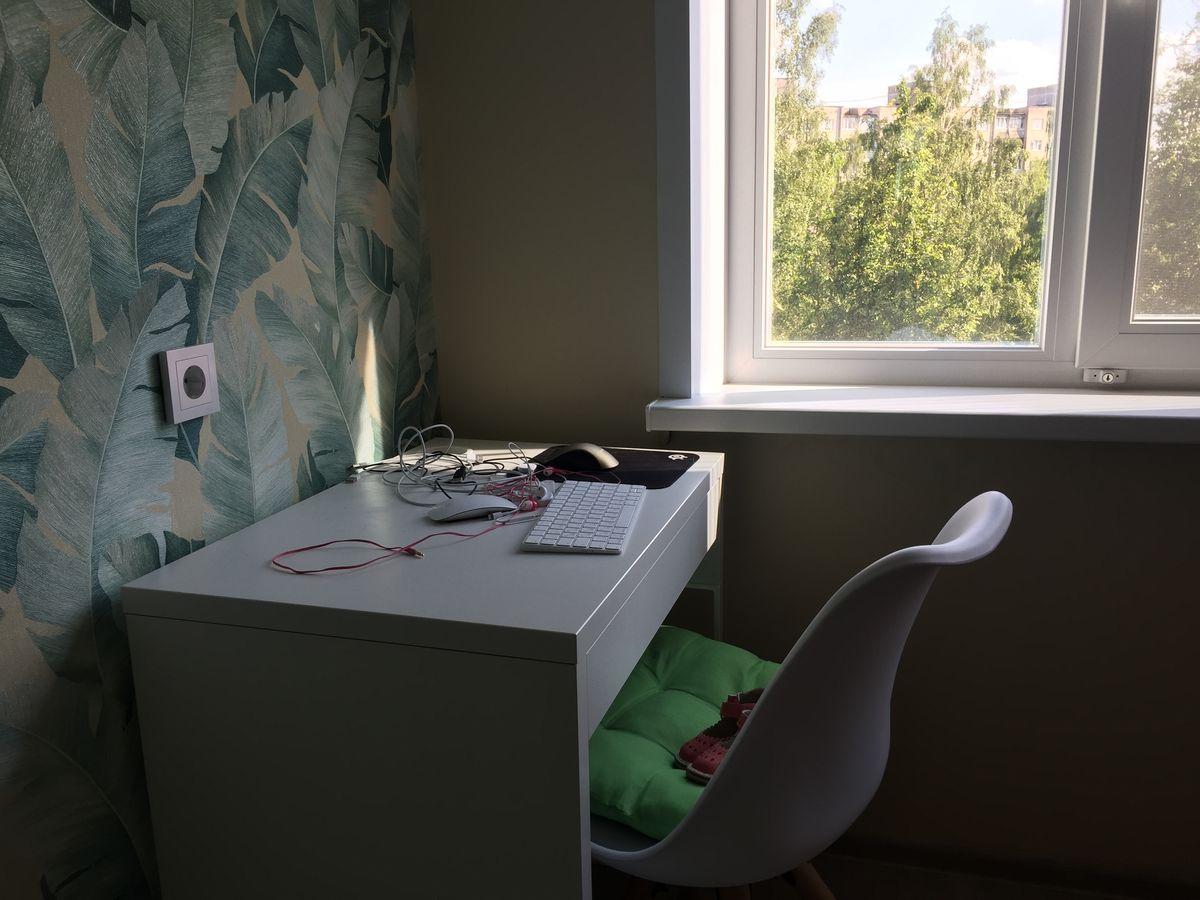Рабочее место Игоря Лосика, на котором стоял компьютер, изъятый при обыске. Фото: Диана КОСЯКИНА