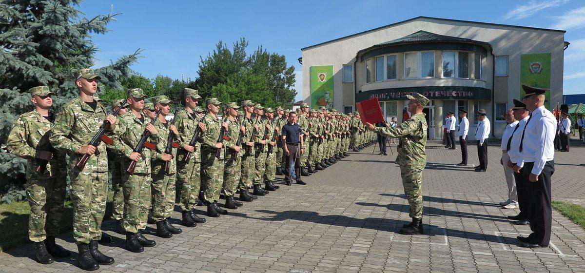 Новобранцы войсковой части 7404 в Барановичах приняли присягу. Фоторепортаж