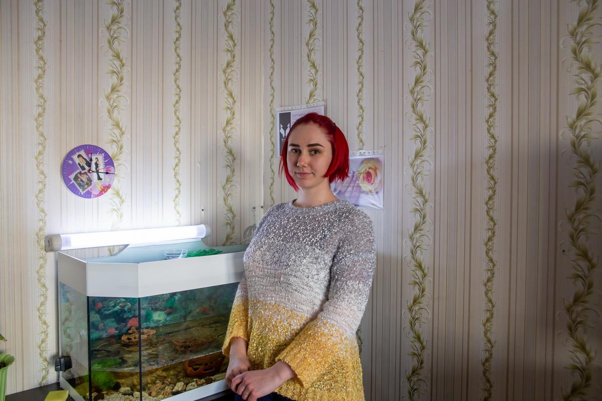 Анастасия Романова со своим крабом Гошей. Фото: Андрей БОЛКО