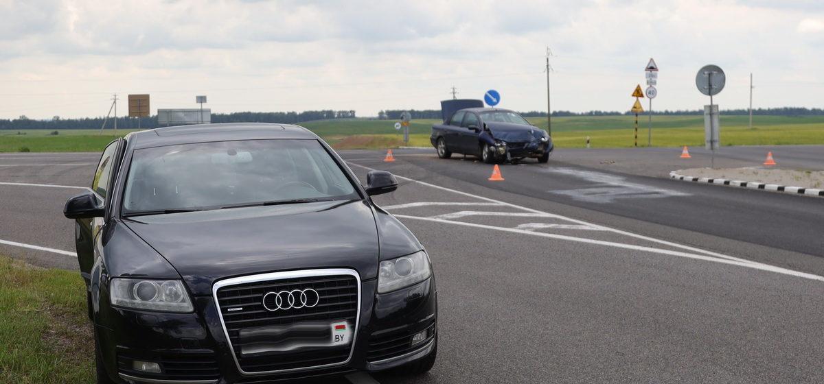 Два автомобиля столкнулись на перекрестке под Барановичами. Фотофакт