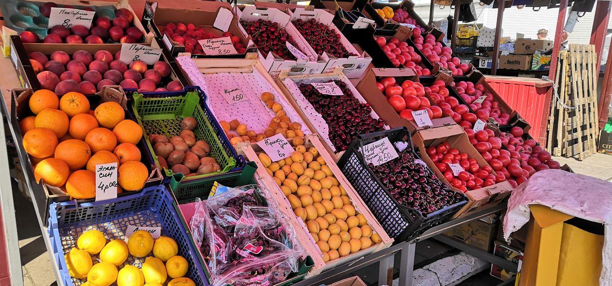 Взлетели цены на морковь и яблоки. Как за июнь изменилась стоимость овощей и фруктов на рынке в Барановичах