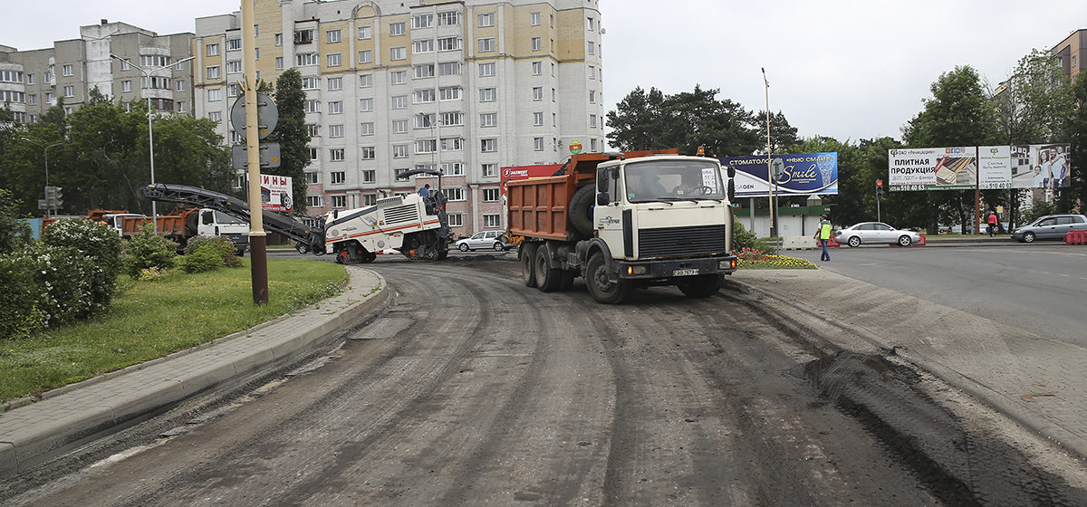 Как проходят ремонтные работы на съезде с путепровода в Барановичах. Фотофакт