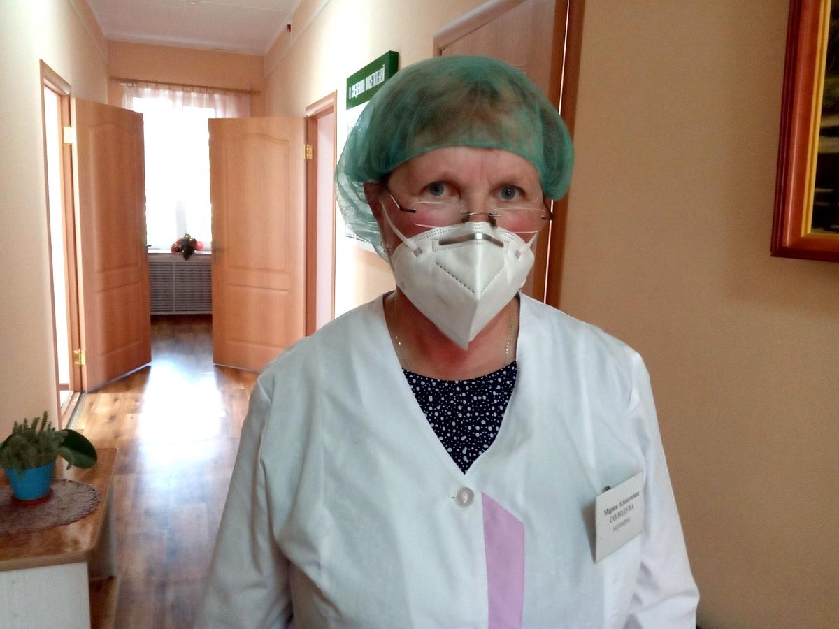 Мария Алексеевна Солодуха  43 года работает акушеркой в Миловидской амбулатории врача общей практики.  Фото: архив Марии СОЛОДУХИ