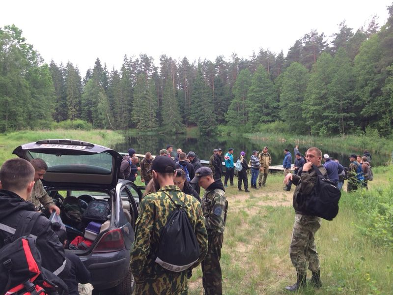Поиск пропавшего 32-летнего жителя Барановичей в лесу в Слонимском районе. Фото: ПСО