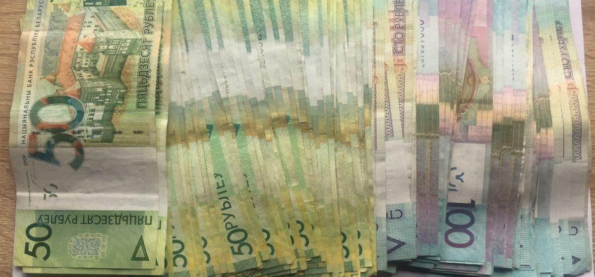 Женщина украла 11000 рублей из дома умершего жителя Ганцевичского района