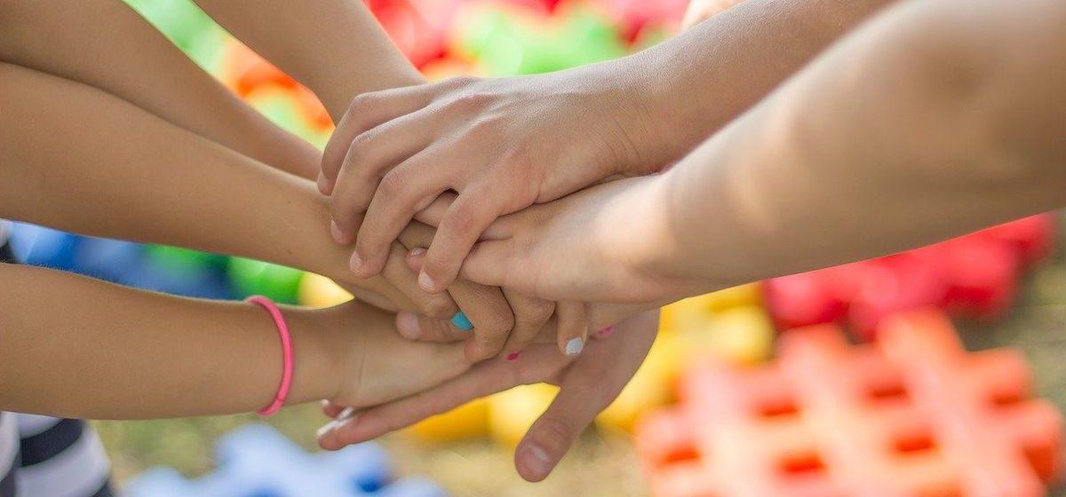 Больше мальчиков или девочек? Интересные цифры по Барановичам ко Дню защиты детей
