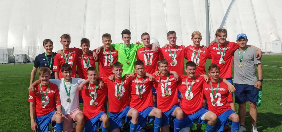 Пробились в элиту. 15-летние и 17-летние барановичские футболисты в следующем сезоне будут играть в высшей лиге