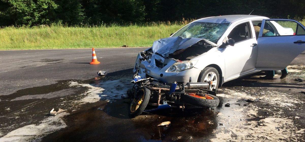 «Тойота» столкнулась с мотоциклом в Островецком районе – байкер погиб, а его пассажирка в больнице