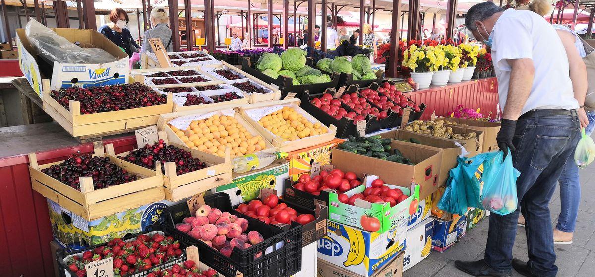 Рынок «Универсальный» 11 июня. Фото: Алёна ПЕТРУЧИК