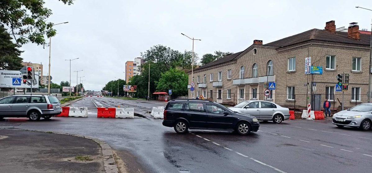 Участок улицы Баранова в Барановичах закрыли для движения. Фотофакт