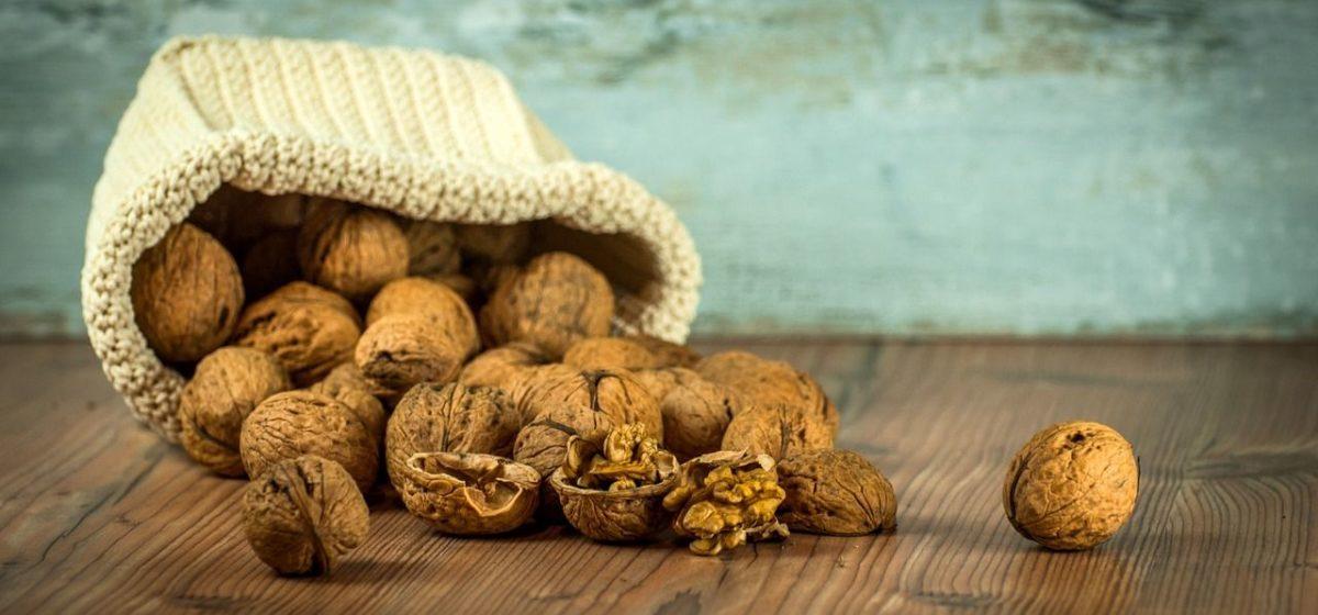 Опасные орехи с плесенью и чернослив с дрожжами выявили в продаже в Барановичах
