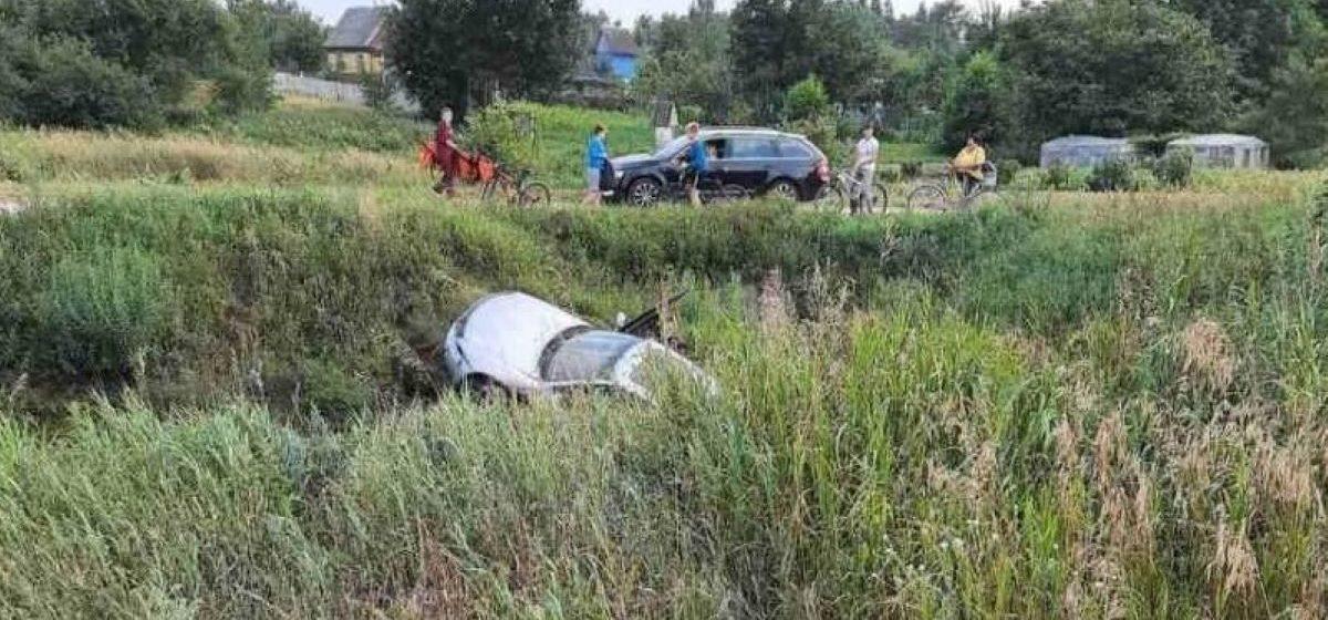 Бесправник на Mercedes вылетел в кювет и перевернулся в Ляховичском районе