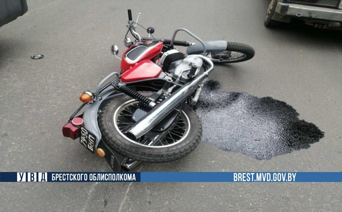 В Барановичах автомобиль сбил мотоциклиста