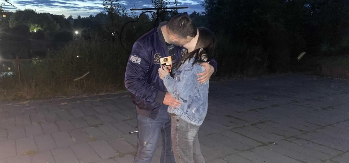 Предложение – огонь! Необычным способом житель Барановичей попросил руки и сердца у своей девушки. Видео