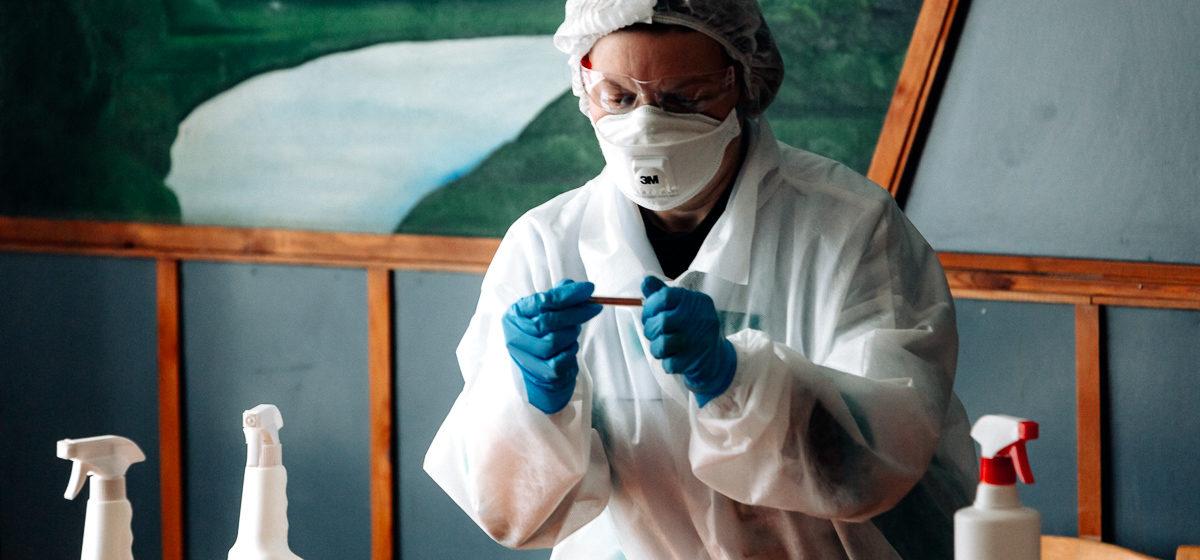 Эпидемия COVID-19 в Беларуси затухает? Отвечают инфекционист и математик, который дал точный прогноз