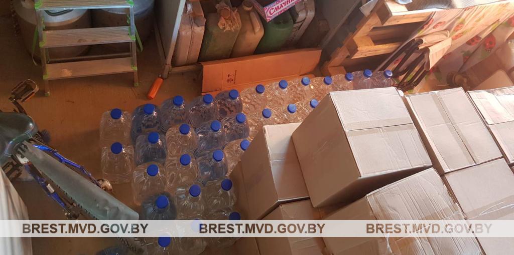 Более 1000 литров спирта изъяли барановичские милиционеры