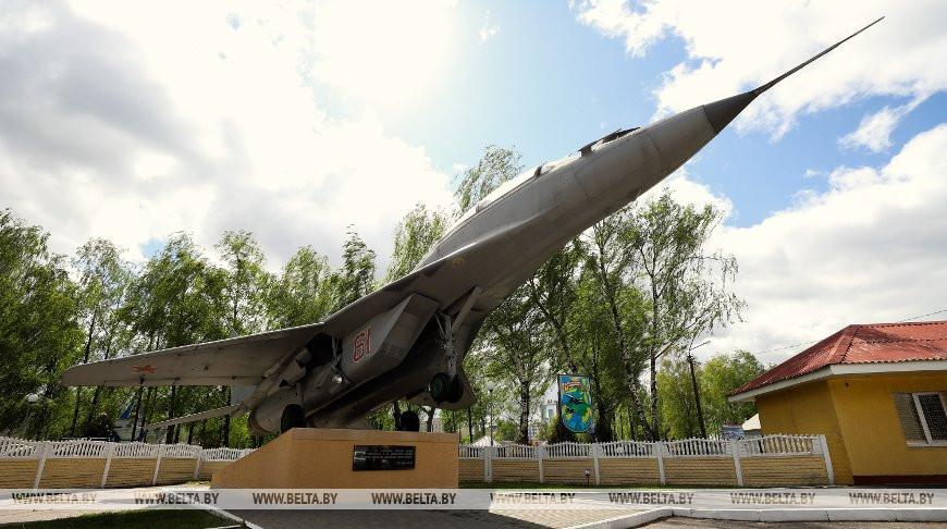 Один день из жизни Барановичской истребительной авиабазы. Много фото