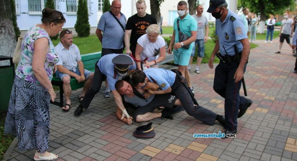 Ганцевичская милиция вернула фотоаппарат отсидевшему на сутках журналисту, но уже без снимков. Фото удалось восстановить