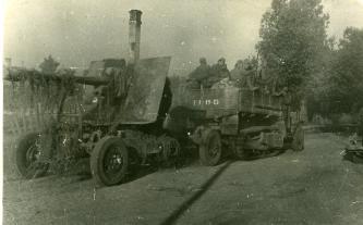 Советская артиллерия проходит по освобожденному от гитлеровцев городу Барановичи, 11.07.1944г. Фото: Копыт Е. (РГАКФД)