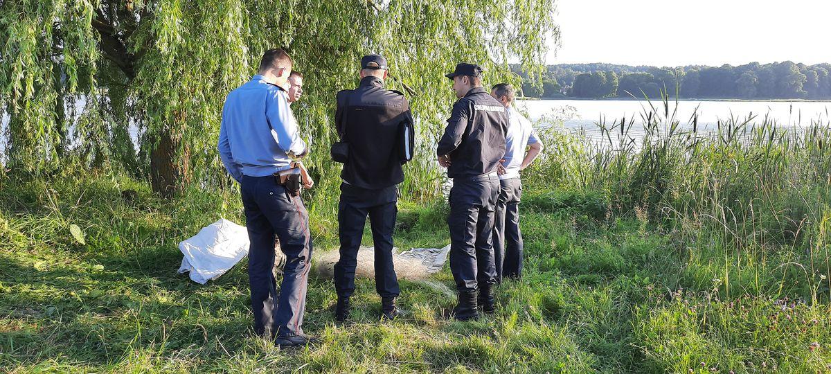 Следственно - оперативная группа и инспекция по охране животного и растительного мира. Фото: Александра РАЗИНА.