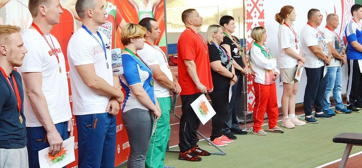 Барановичская студентка завоевала две медали на чемпионате страны по пауэрлифтингу и побила рекорд Беларуси