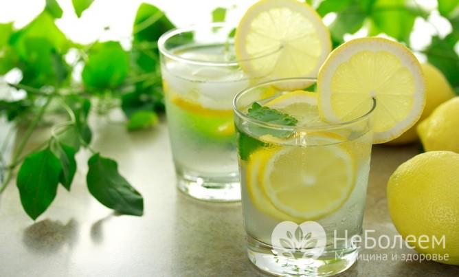 Вода с лимоном: восемь полезных свойств