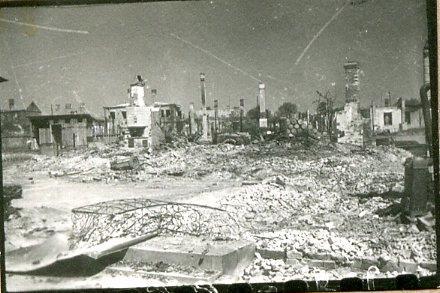 Город Барановичи Брестской области, разрушенный немцами при отступлении. Фото: Штыренко П. (РГАКФД)