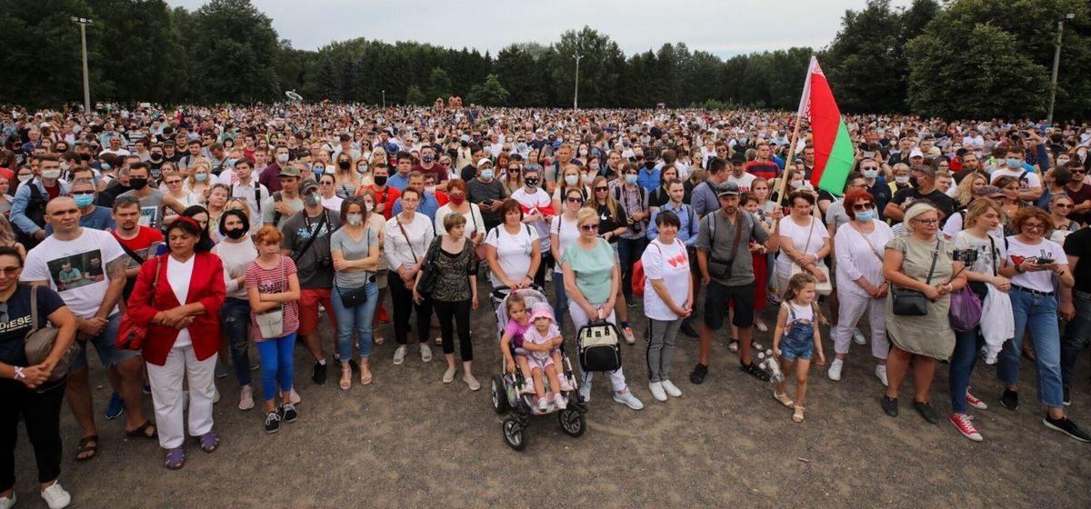Тысячы людзей прыйшлі на агітацыйны пікет Ціханоўскай у Мінску. ФОТА, ВІДЭА