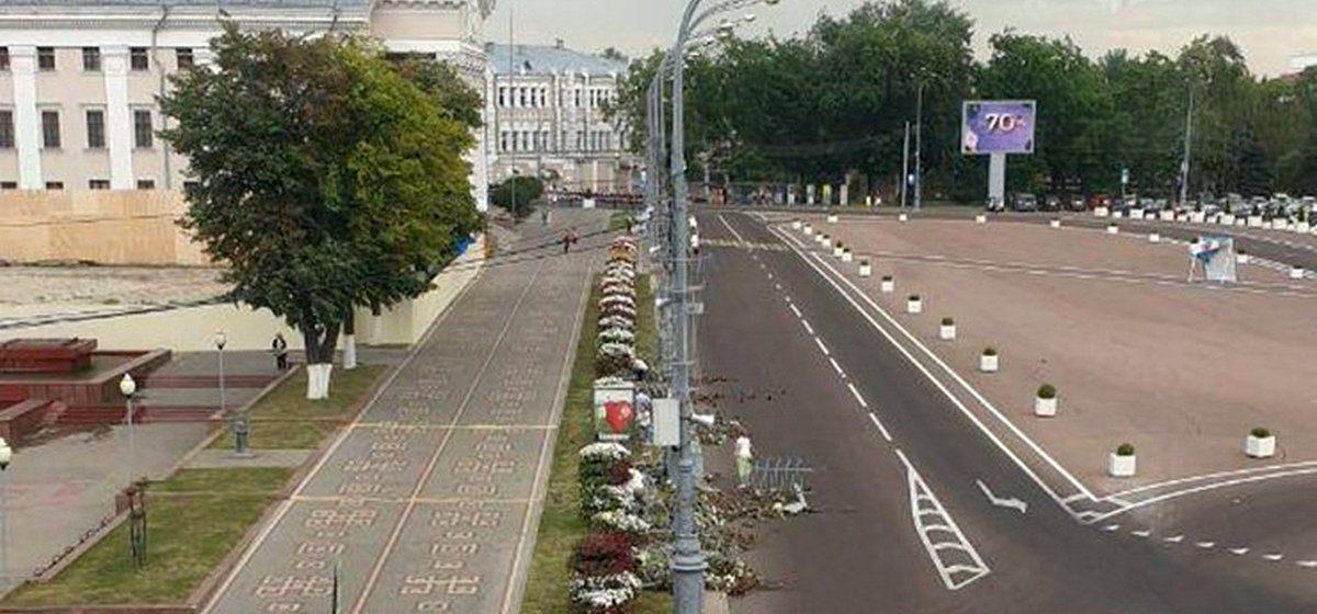 «Вся красота рухнула». В центре Гомеля обрушилась цветочная композиция на пути кортежа Лукашенко. Видеофакт