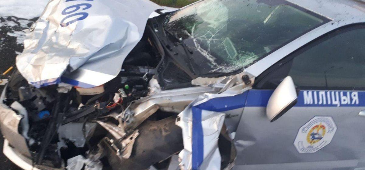 Под Слуцком пьяный угонщик на «Яндекс.Такси» пытался уйти от погони, но влетел в отбойник – авто отбросило на машину ГАИ