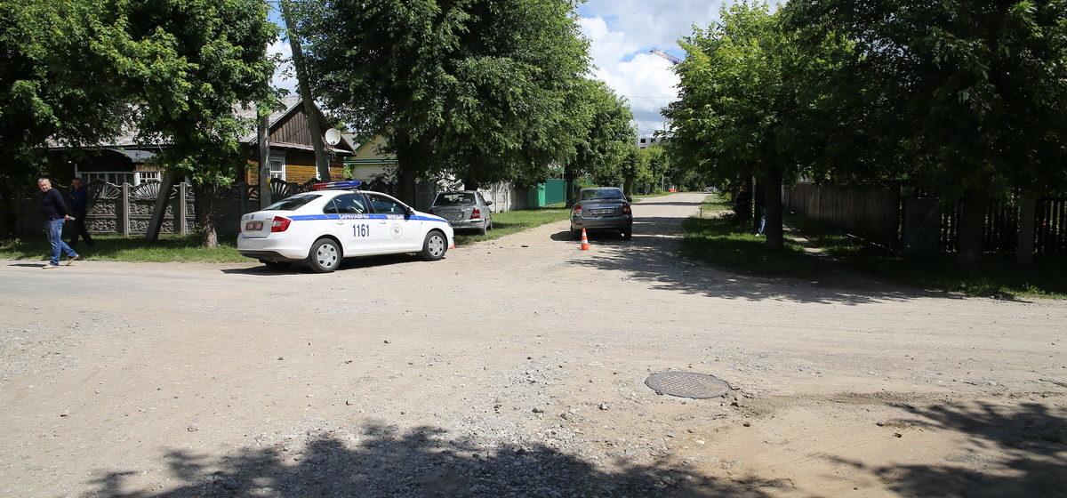 От удара «Мазда» влетела в дерево. Два человека пострадали в аварии в Барановичах