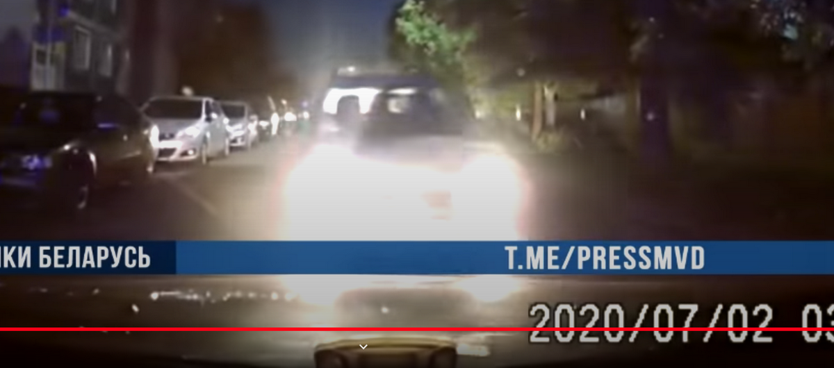 Ехал по тротуару, а потом – 120 км/ч: в Бобруйске бесправник протаранил милицейское авто. Видео