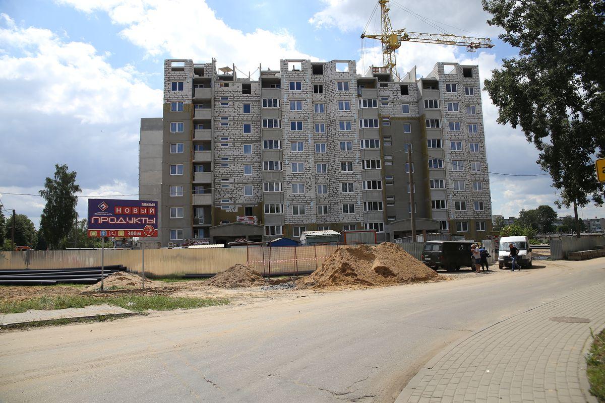 Строящийся дом на улице Чурилина. Фото: Андрей БОЛКО